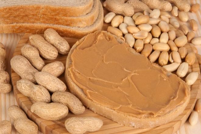 Photo d'illustration. Cacahuètes et beurre de cacahuètes.